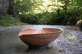 Muschel The shell is made from cedar wood king over the bath.