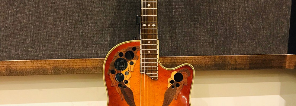 Ovation Celebrity Deluxe CC257