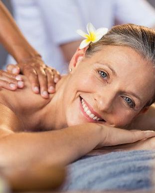 woman-getting-oil-massage-spa_256588-743