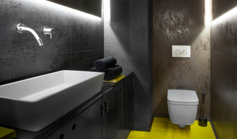 Andromeda bathroom