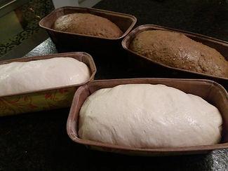 Zuurdesembrood staat te rijzen.