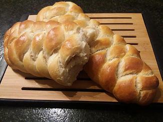 Wit gevlochten zuurdesembrood