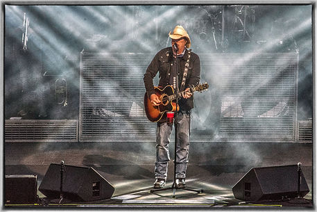 1 Toby Keith & Stage12.JPG