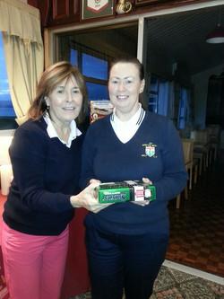 Winner-of-the-Calcutta-Cup-Joanne-Harkin-with-Lady-President-Augusta-Neff