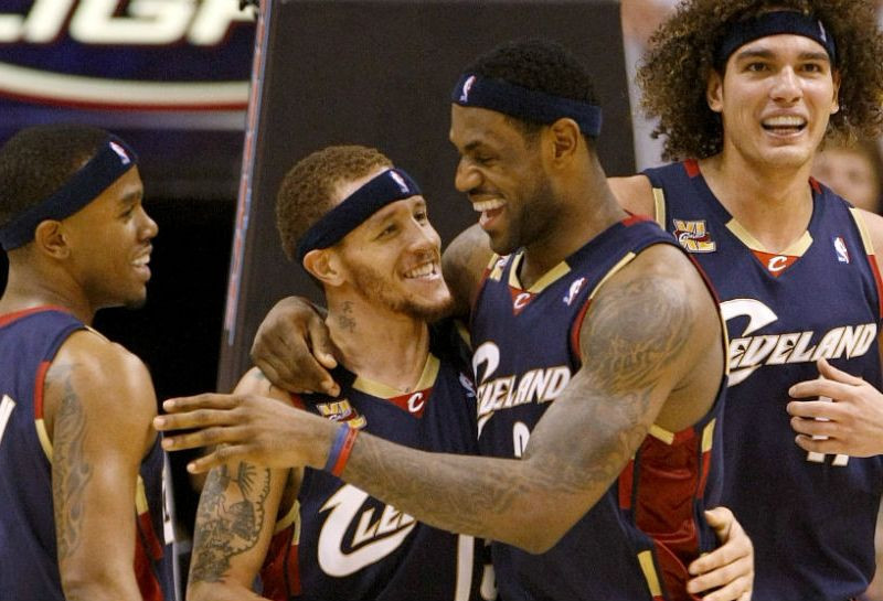 delonte_west_lebron_james_NBA_Around_the_Game