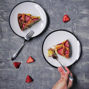Almond and strawberry cake