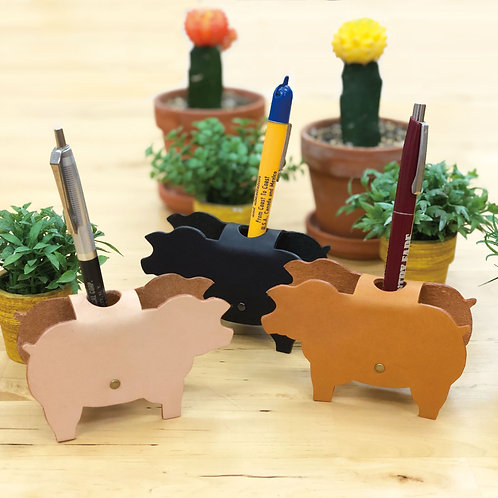 Pen stand pig