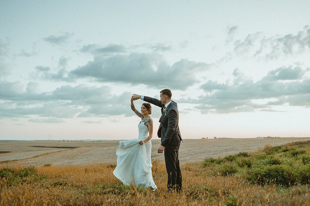 outdoor venue, wedding photo or picture, hilltop scenic view, winery