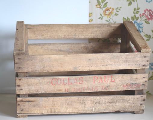 Caisse en bois vintage location Détours Nature