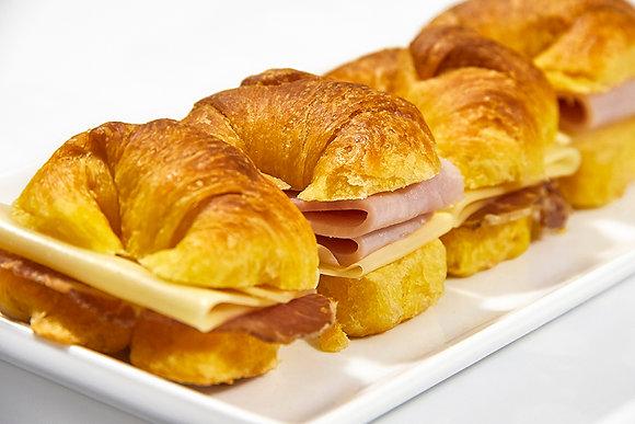 Medialunas jamón y queso / Bondiola y queso