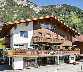 Strolz sports- and fashion house in Lech