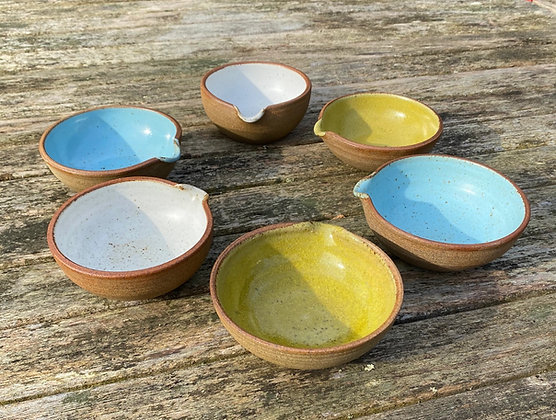 Small pouring/sauce bowls