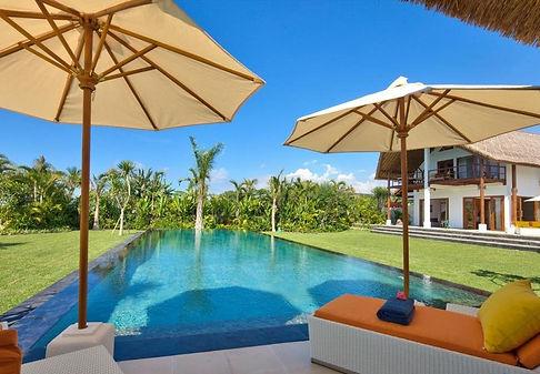 Villa-Palmeira-Sunbed-2_edited.jpg