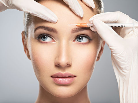 woman-getting-cosmetic-botox-injection-i