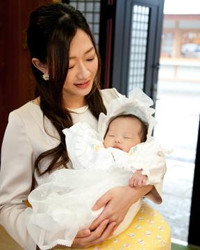 前川神社写真館-お宮参りママと