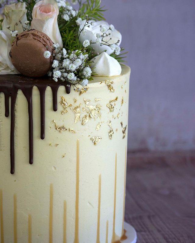 A beautifully simple birthday cake for Sherrin's birthday