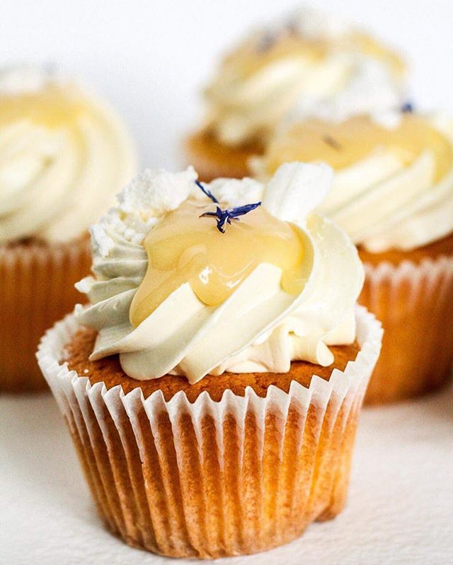 Lemon meringue cupcakes 🍋😋_._._._