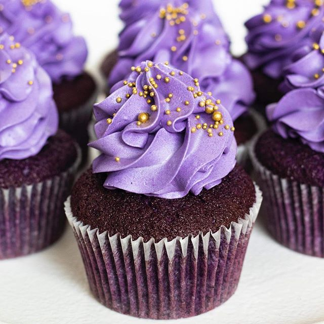 Purple velvet cupcakes 💜 ._._._