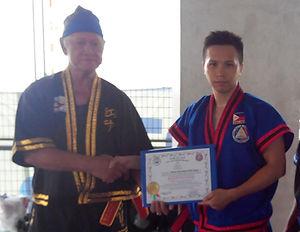03 經由 菲律賓武術大師 SGM Vicente R.Sanchez 和 Wi