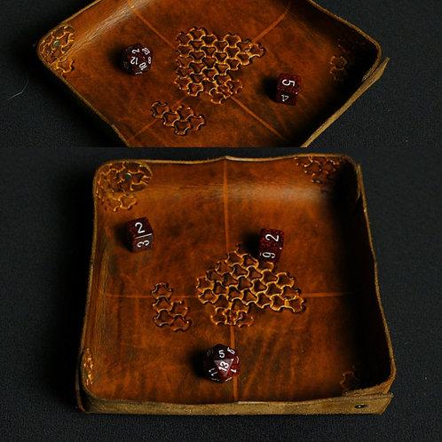 Piste de dès en cuir gravé marron (réservé)