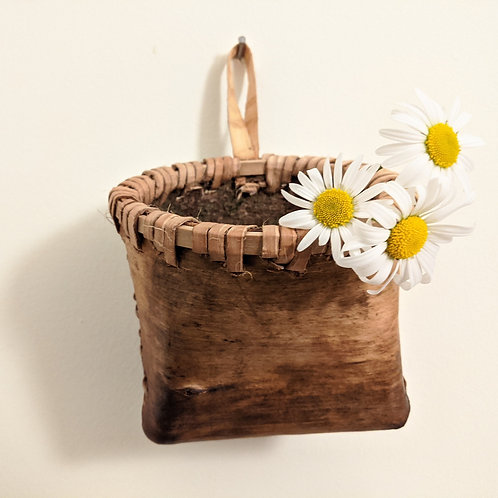 Hanging Bark Container 002