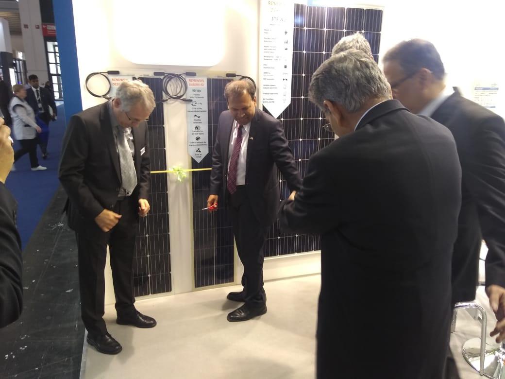 Mr. Sugandh rajaram at RenewSys booth.jp