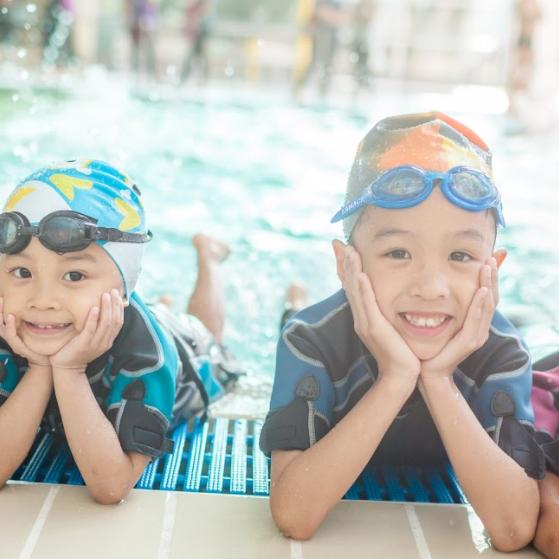 4個家庭免費學游水