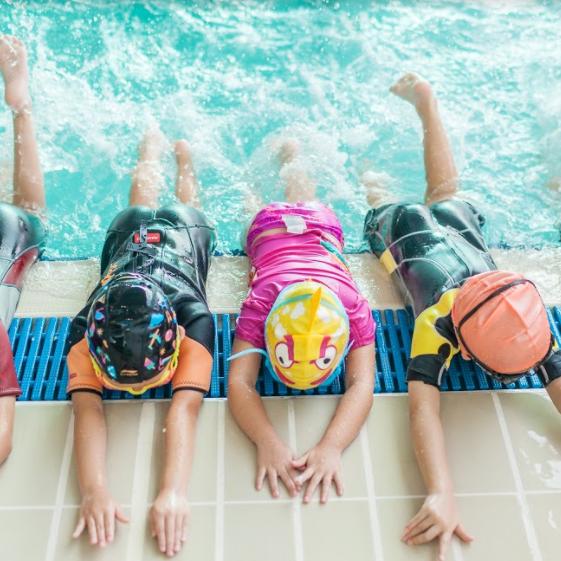 4個家庭免費學游水 testing