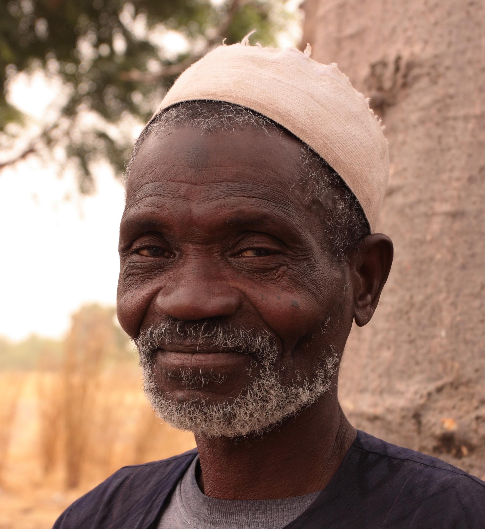 Portrait Afrique Chef du village brousse