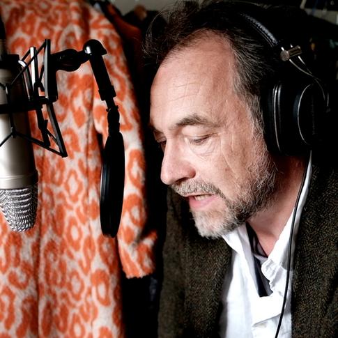 Dom Mafham - voiceover home studio