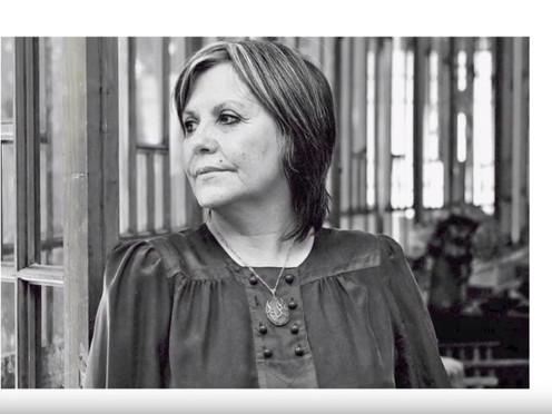 """[Entrevista] """"Yo creo todavía en los colectivos"""": Diamela Eltit"""