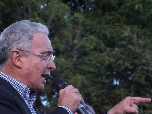 Álvaro Uribe va a indagatoria