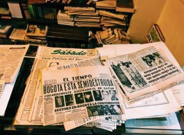 FOTO: Colección de periódicos de la librería Merlín