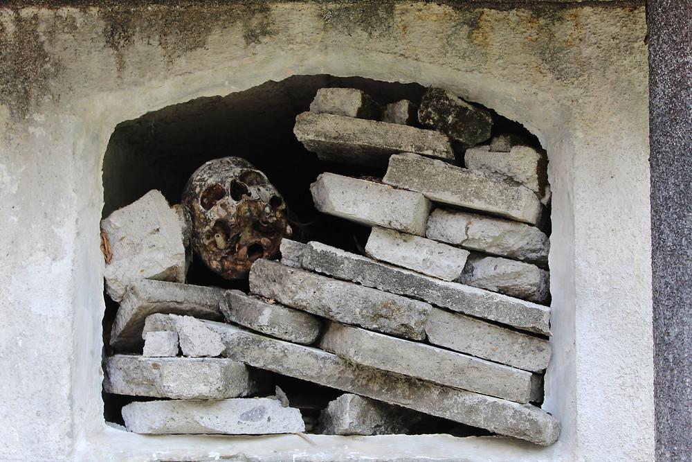 FOTO: La mayoría de las tumbas han sido saqueadas y destrozadas para la realización de rituales