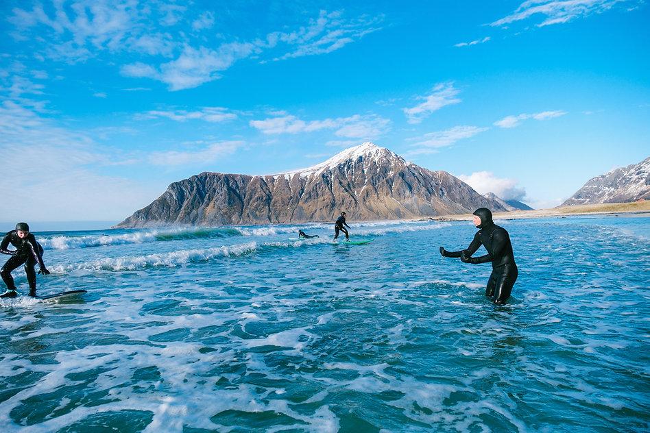 beginner surf lesson.jpg