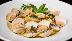 Lingiune Clams
