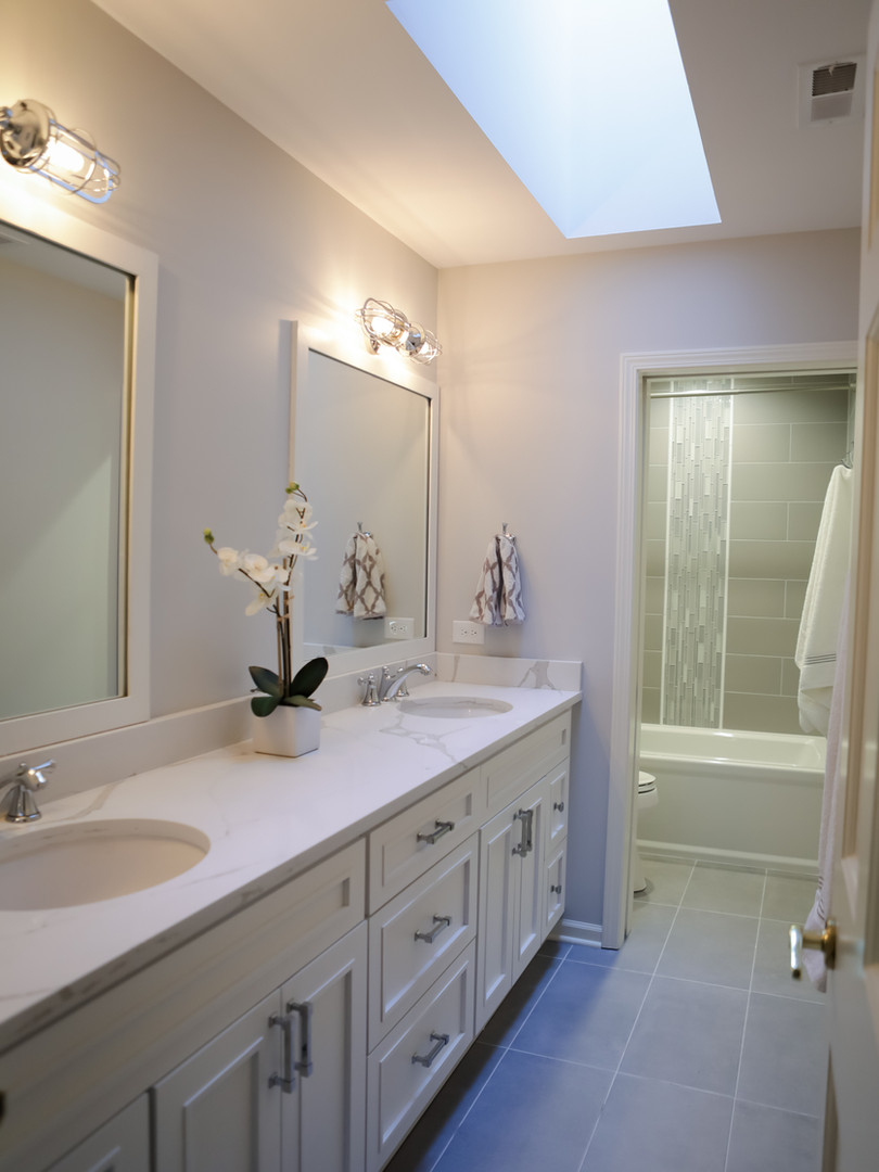 Light and Spacious Bathroom