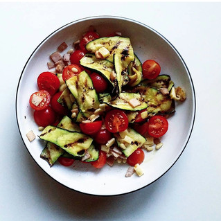 Grilled zucchini, tomato and bacon salad
