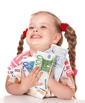 criança-feliz-com-euro-do-dinheiro-163