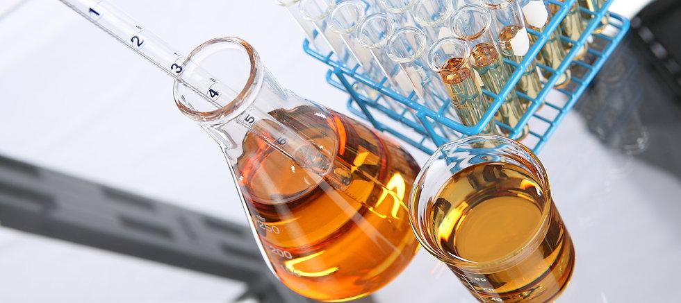 Essential-Oil-Beakers-with-Dropper.jpg
