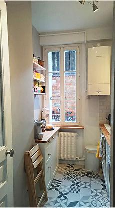 rénovation d'une cuisne par Mantine Mancel, architecte d'intérieur ufdi : du blanc du bois et des arreaux de ciments pour cette cuisine tout en longueur