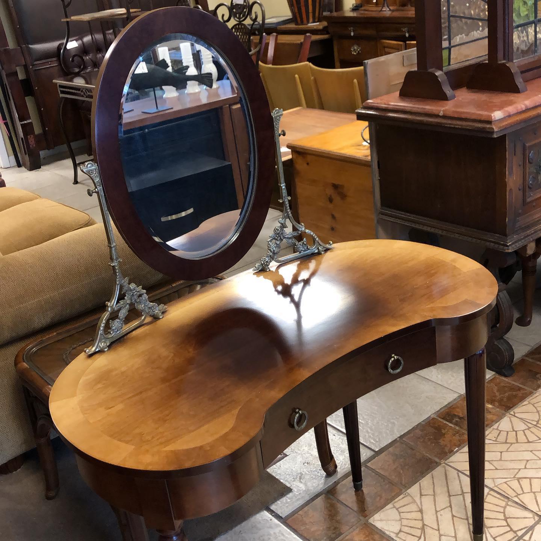 stunning vanity and mirror