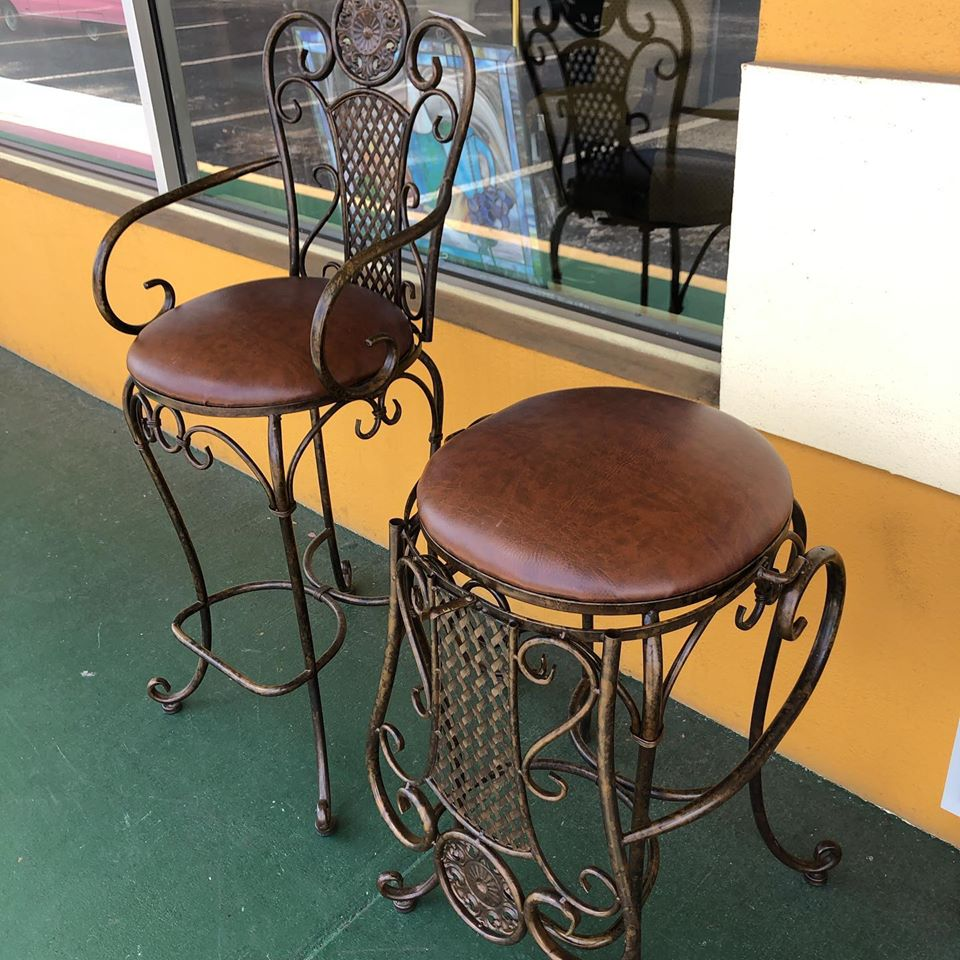 Collapsable leather 30 inch stools