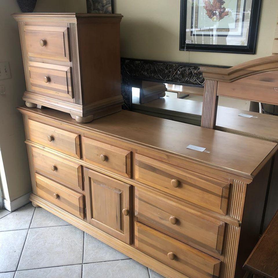 maple dresser-nightstand-mirror