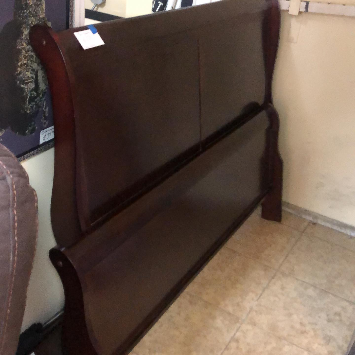 queen small sleigh bed