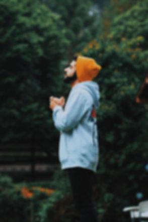 man-wearing-bonnet-and-hoodie-1906157_ed