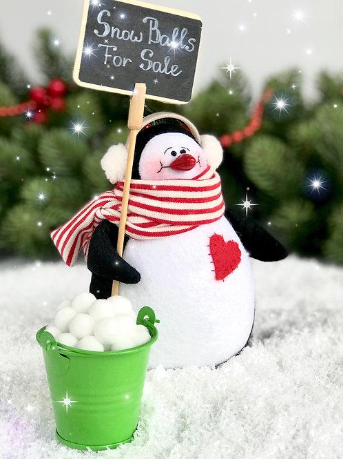 Пингвин из фетра со снежками