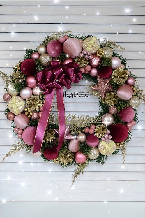 Рождественский венок «Клубничный щербет»