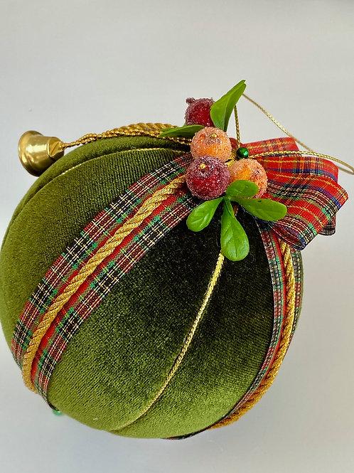Подарочный елочный шар «Поцелуй под омелой»