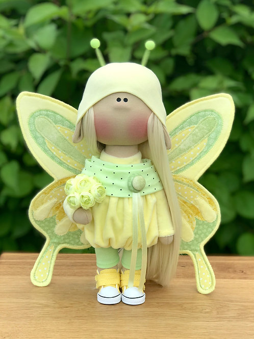 Кукла-бабочка в желтых тонах